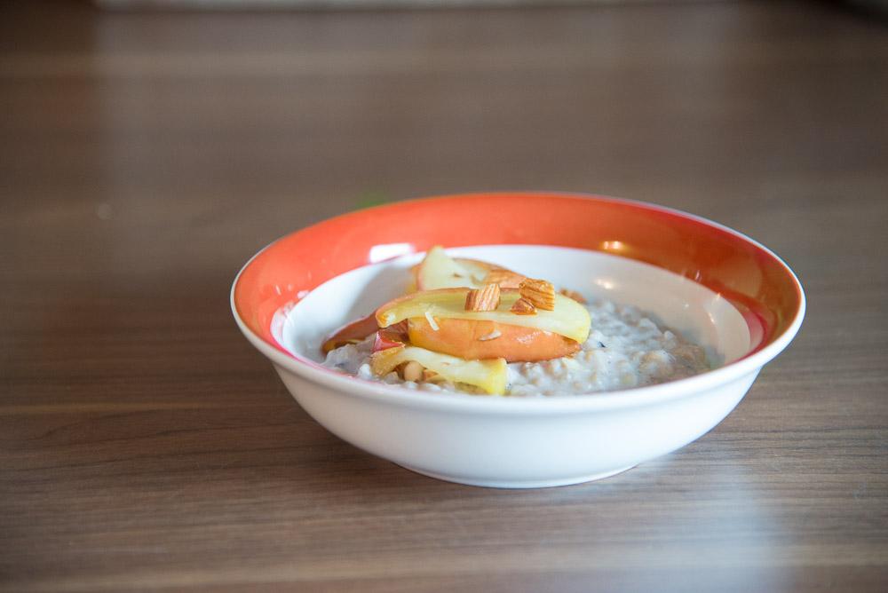 warmes Buchweizen-Frühstück